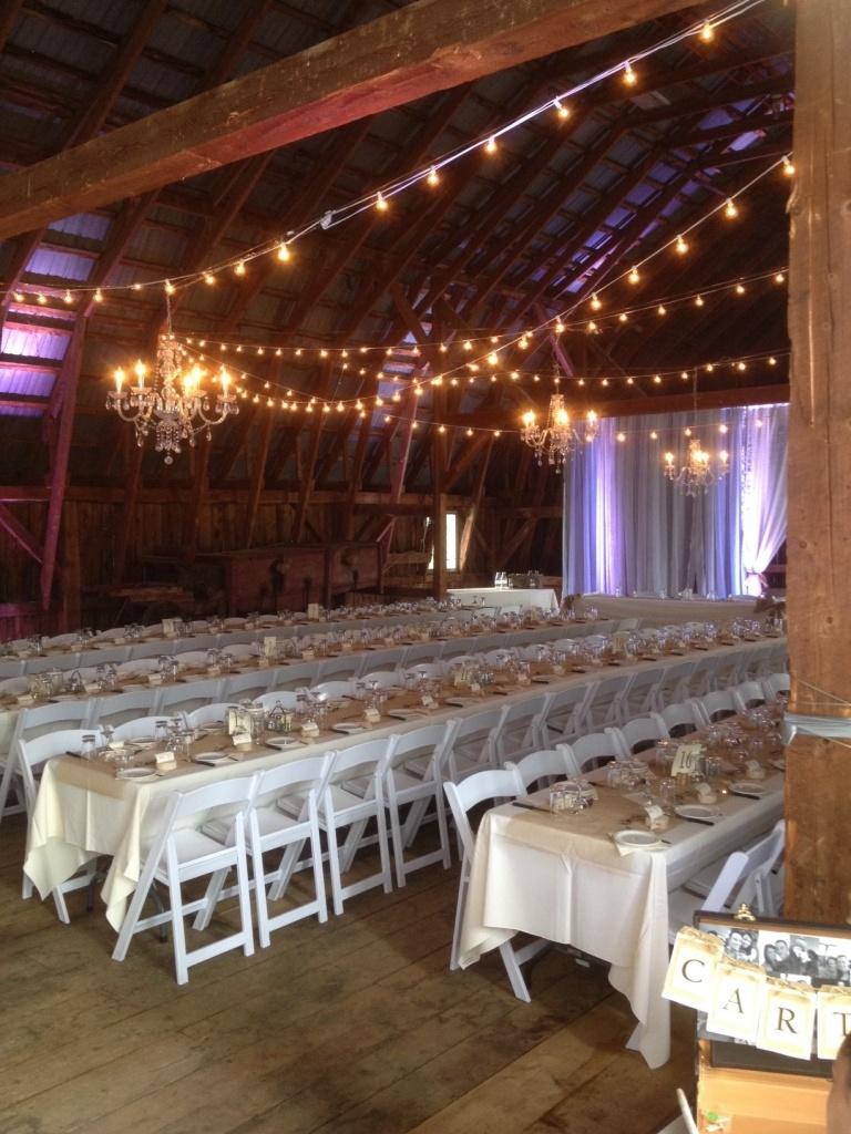 Un mariage champêtre dans une grange en Beauce. La distance ne nous fait pas peur!