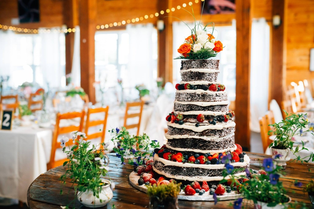 Service clé en main, du début jusqu'à la fin de votre festivité. Voici un gâteau pour une cliente où son mariage s'est déroulé à St-Nazaire à l'Orée des Champs.
